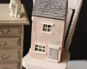Dolls House Miniature Shabby Micro Doll House 1:144th Scale