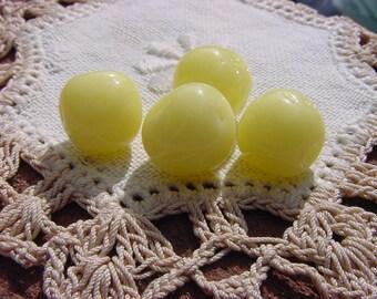 Lemon Creme Dimpled Vintage Baroque Glass Beads