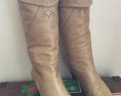 Vintage Zodiac Knee High tan Leather Boots sz 7.5 Hippie Western Hi Heel BOHO
