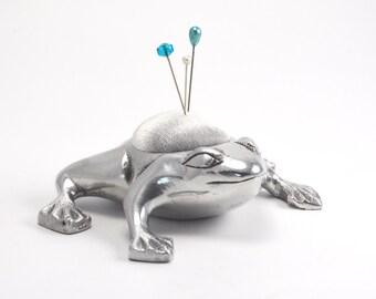 Pincushion 'Frog' aluminum