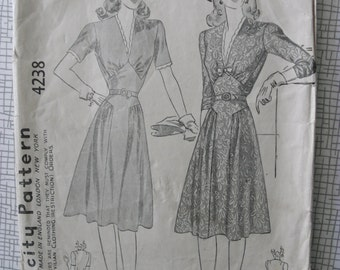 """1940s Dress - 32"""" Bust - Simplicity 4238 - Vintage Sewing Pattern"""