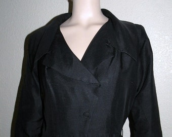 1950s Fitted Waist Little Black  Dress with a Regal Picturesque  Collar Size Medium