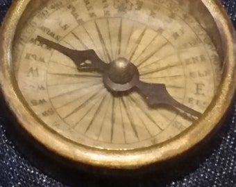 Brass pocket compass, 24 direction marks, fine detail