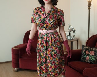 Vintage 1940s Dress - Phenomenal Rayon Jersey 40s Day Dress with Bold Flowers and Giraffe Spots