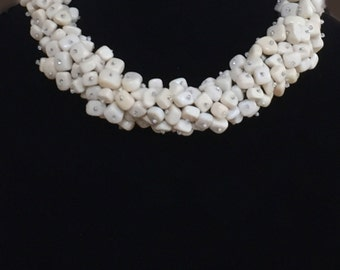 Gorgeous off-white chunky necklace