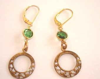 Vintage Jewelry  Emerald Green Crystal  Stone  Earrings Gold Tone Filigree
