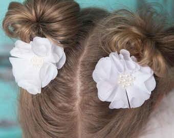 White hair clip, flower hair clip, white wedding flower girl, birthday gift, girl hair accessory, toddler hair clip, baby hair clip,