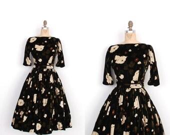 Vintage 1950s Dress / 50s Suzy Perette Floral Velvet Party Dress / Black Cream Brown (small S)