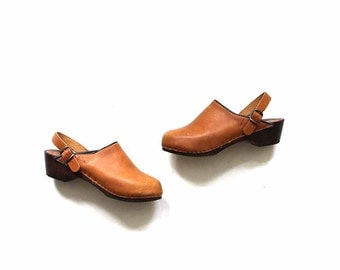 Vintage Wooden Clogs 6 / Tan Leather Clogs / Italian Clogs / Leather Mules