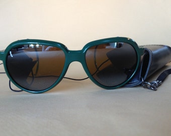 Sporty 1980s Vintage Suncloud Sunglasses – Rare Green Frames Removable Leather Side Shields