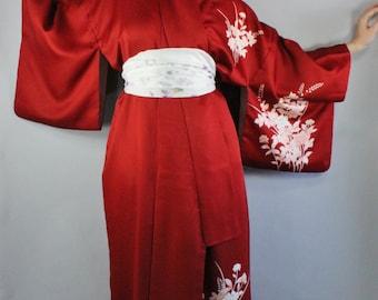 Vintage 70s Women's Burgundy Floral Geisha Japanese Kimono / Dressing Gown / Boudoir Gown