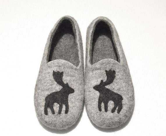 Felted slippers  - grey slippers - wool indoor slippers - slippers with moose