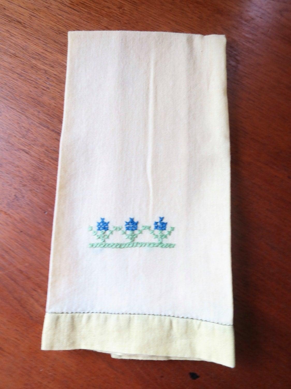 vintage linen tea towel yellow w cross stitch blue green 3. Black Bedroom Furniture Sets. Home Design Ideas