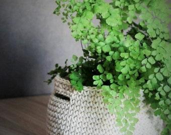 Handmade Crochet Basket - Ivory white colour - Home decor - Storage - Flower pot - Christmas gift