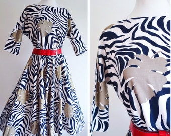 1950s stl Zebra & cheeseplant print full skirt day dress / dolman sleeve printed cotton dress - S