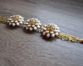 White Daisy Bracelet, special occasion jewelry, statement jewelry, bridal jewelry, wedding jewelry