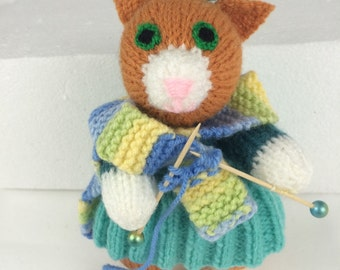 Knitting kitties: Karla knits a scarf