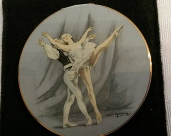 """Stratton Powder Compact; Rondette; Featuring """"Waltz"""" From The Ballet """"Les Sylphides""""; Signed by Cecile Golding Circa 1950's-1980's-  DR223"""