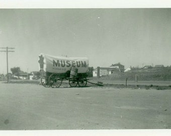 "Vintage Photo ""Murdo Museum Wagon"" South Dakota Odd Sign Snapshot Photo Old Black & White Photograph Found Paper Ephemera Vernacular - 36"