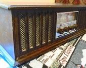 Vintage Mid Century Radio.  Wood Case Ross Electronics Corporation Table Top Radio.  G-279