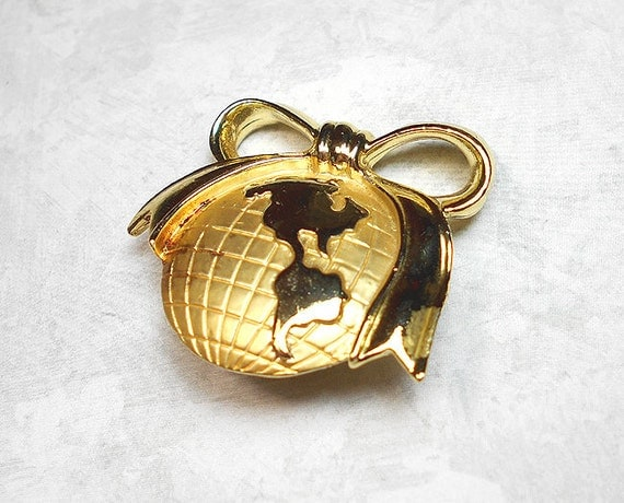 Vintage Brooch, Earth Brooch, Globe Pin with Bow, AJC Signed, Gold Tone, Retro Womens, Vintage Pin, Fashion Brooch