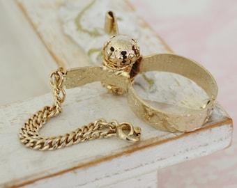 Vintage Glove Clip in Gold Tone Metal with Leaf Designs