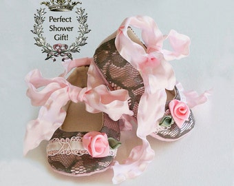 Lace Baby Bootie, Pink Baby Crib Shoe, Shower Gift Toddler Ballet Flat, Baby Ballet Slipper, Flower Girl Shoe, Handmade Baby Shoe, Baby Soul