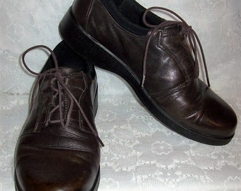 Vintage Ladies Brown Leather Oxfords by Clarks Size 9 1/2 Only 12 USD