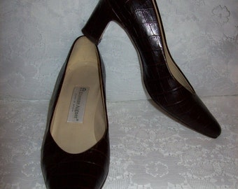 Vintage Ladies Brown Leather Pumps by Etienne Aigner Size 7 1/2 Only 8 USD