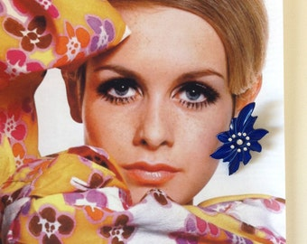 Vintage 1970s plastic rhinestones earrings flowers  clip 70s