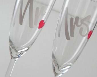 Bride and Groom Champagne Glasses, Mr and Mrs Wine Glasses, Wedding Toasting Glasses, Wedding Wine Gift, Wedding Gift for Wine Lovers