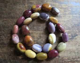 """BEAUTIFUL and GENUINE Smooth Mookaite Large Nuggets 20mm x 10mm x 10mm, Full 17"""" Strand"""