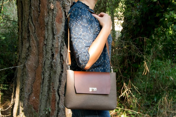 Felt and leather mini FLAP BAG, leather strap, taupe, brown, crossbody bag, 100% wool felt, made in Italy