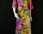 70s Psychedelic dress Angel sleeves oversized tunic Bohemian clothing Hippie caftan Colorful flower power vintage midi dress Short sleeve