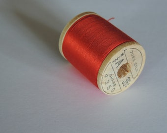 Belding Corticelli Pure Silk Hand Sewing Thread 100 Yd. Wooden Spool Shade 4350 Tomato Red