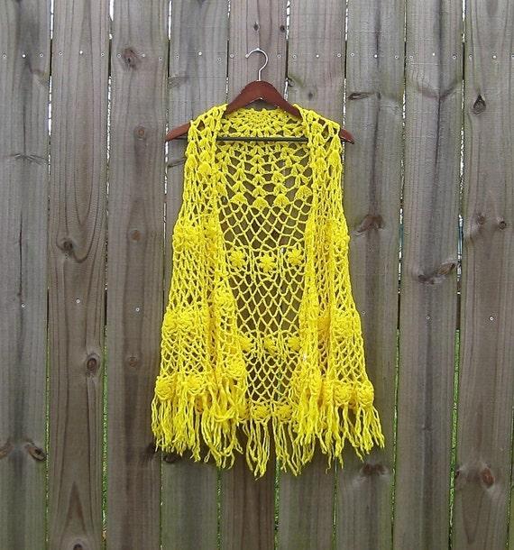 XS S M Vintage 60s Sally Gee Yellow Crochet Fringe Boho Hippie Acrylic Sweater Shawl Poncho