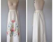 70s crewel embroidered maxi skirt size medium / vintage embroidered skirt