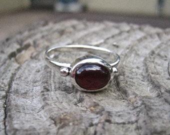 Vintage 925 Sterling Silver Garnet Cabochon Ring