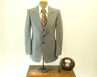 1970s Gray Polyester Suit Jacket Mens Vintage Disco Era Light Grey Sport Coat / Blazer - Size 38 (MEDIUM)