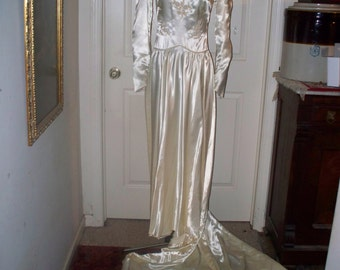 1940s Candlelight Satin Wedding Dress/Gown  - By Addis Company  - Eggshell - Lightly Beaded - Hollywood Regency