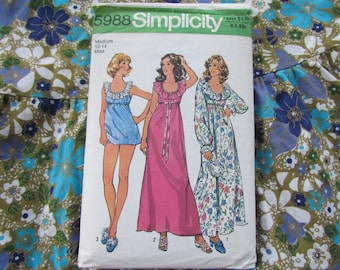 Size 34-36 Inch Nightgown and Panties - Vintage 1975 Simplicity Pattern No 5988