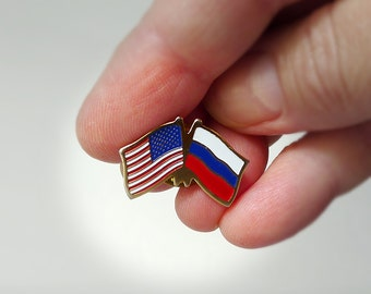 Russia USA Dual Flag Pin, Two Flags in One Pin United States of America and Russian Side by Side Lapel Hat Pin Tie Tack