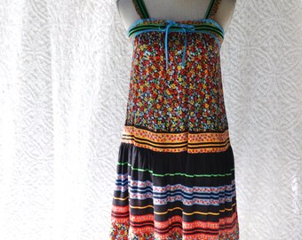 70s Boho Sundress    Hippie Festival Dress. 1970s Peasant Dress. Floral Prairie Dress. Mod Day Dress. 70s Gunne Sax Shirtdress   small