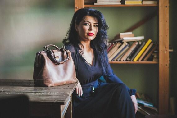 Luxury Leather Bag, Woman Doctor Bag, Leather Bags, Top Handle bag, Leather Doctor bag, Leather Messenger Bag, Metal frame Bag