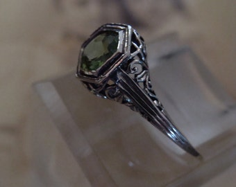 Dainty Sterling Peridot Solitaire Filigree Ring Size 5.75