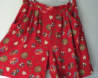 Vintage Red Shorts British Coat of Arms Crown Printed Pleated Dress Shorts Flowy Medieval Renaissance Shield Print Plus Size 16 XL X- Large