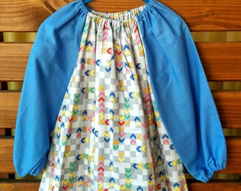 Kids Long Sleeve Art Smock - Size 3-4. Arrows