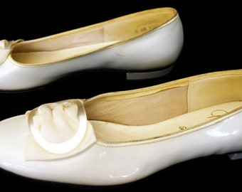 1950s Gaymode Patent Leather Flat Shoes Sz 8AA Vintage Retro