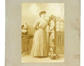 Antique woman's portrait,  Buenos-Aires,Argentina, 1910s cabinet photo