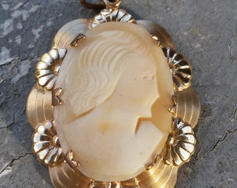 Cameo Pendant with Pretty Rose Gold Tone Mounting